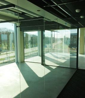 full-glass-partition-wall_moodulum_285x328